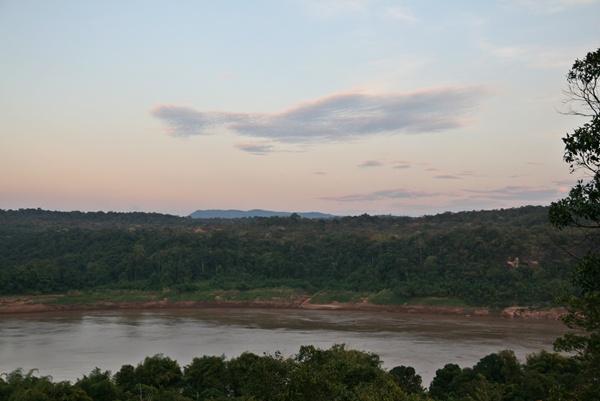 ริมแม่น้ำโขง